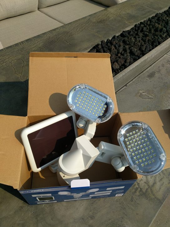 Sunforce 100 LED Solar Motion Light with Corner Mounting Feature Review